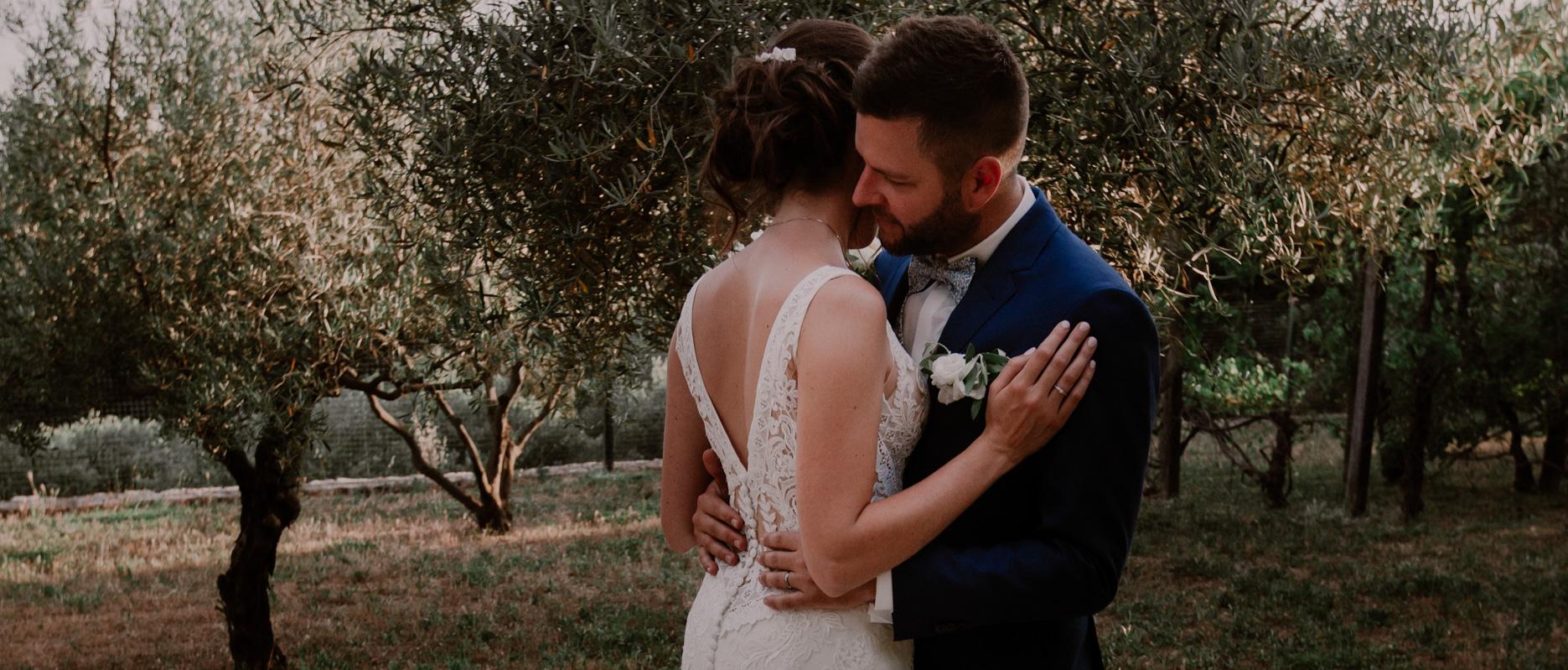 chateau crostes; lorgues; mariage couple oliveraie